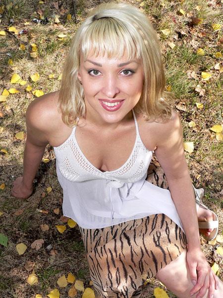Cute wives - Belaruswomenmarriage.com